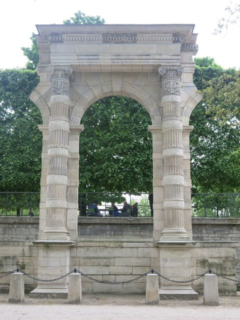 Remaining of arcades of Tuileries Palace.
