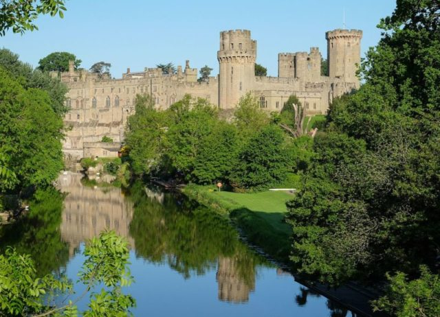 The castle and the River Avon. Author:DeFacto –CC BY-SA 4.0