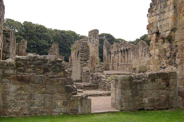 The abbey thrived for more than 400 years/ Author: Peter Craine – CC BY-SA 2.0