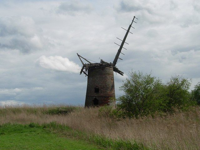The mill as seen from west/ Author: Bob Paterson – CC BY-SA 2.0