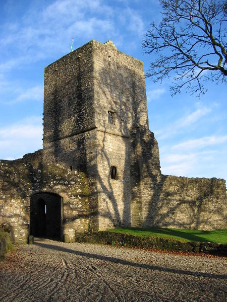 Mugdock Castle tower. Author: Brian D Osborne – CC BY-SA 2.0