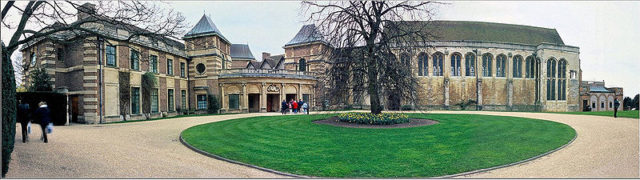 Eltham Palace's north side. Author: Nick Blackburn – CC BY-SA 2.5