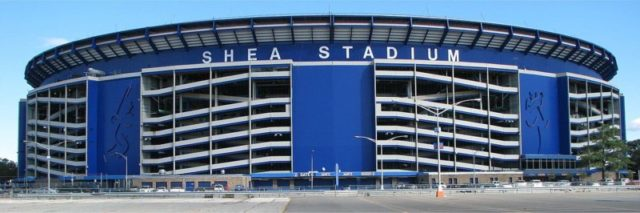 Exterior of Shea Stadium in October 2007 – Author: Metsfan84 – CC BY 3.0