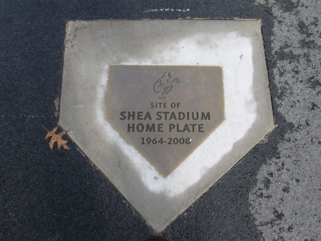 Plaque commemorating the location of Shea Stadium's home plate, now in Citi Field's parking lot – Author: Commandr Cody – CC BY-SA 3.0