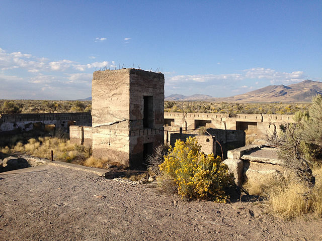 The ruins of the Metropolis Hotel/ Author: Famartin – CC BY-SA 4.0