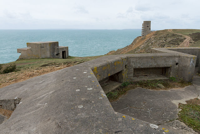 This remnant of WWII is situated on the coastal heathland area of Les Landes in the northwestern part of Jersey/ Author: Danrok – CC BY-SA 3.0