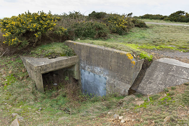 Bunker entrance/ Author: Danrok – CC BY-SA 3.0