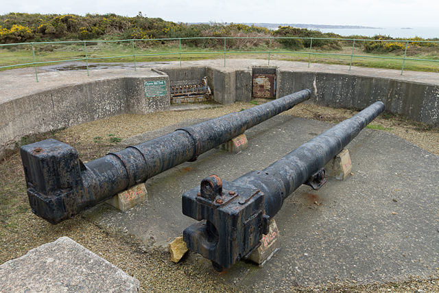 Gun emplacement with two cannon barrels, which weren't originally placed at Moltke/ Author: Danrok – CC BY-SA 3.0