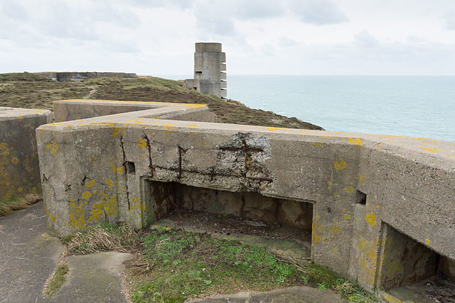 Gun emplacement located to the north of the MP3 tower/ Author: Danrok – CC BY-SA 3.0