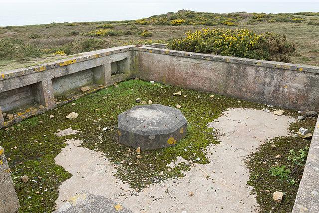 Flak gun emplacement/ Author: Danrok – CC BY-SA 3.0