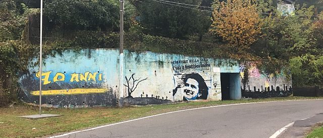 The Marnate's bunker – view from the street and the mural on one of the entrances/ Author: Rockycookies11 – CC BY-SA 4.0
