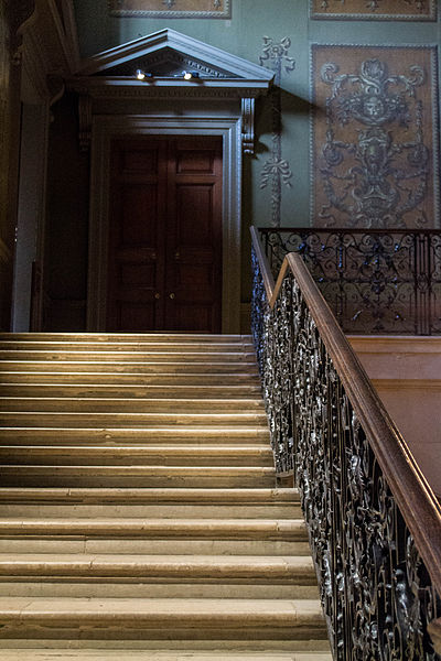 One of the staircases in the palace. Author:MrsEllacott –CC BY-SA 3.0