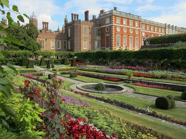 Part of the gardens. Author:David Stanley –CC BY 2.0