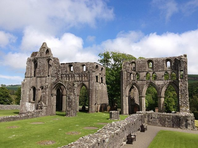 Dundrennan Abbey, Scotland. Author:LornaMCampbell –CC BY-SA 4.0