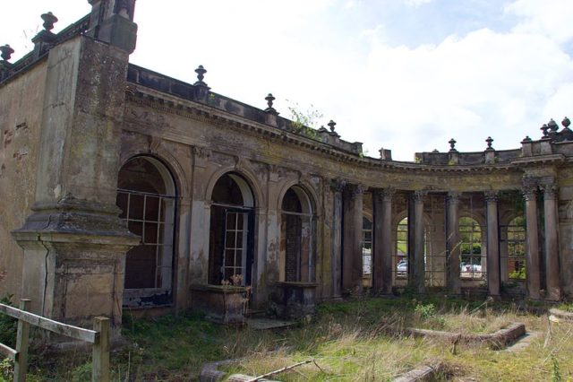 Time takes it's toll. Where the photographer stands was once inside Trentham Hall. Author: Mike Peel –CC BY-SA 4.0
