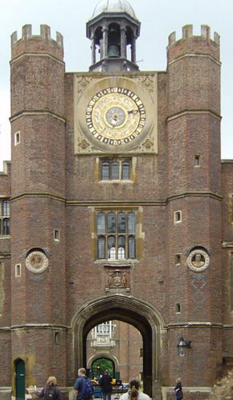 Photo of the Anne Boleyn's Gate. Author:Richard James Lander –CC BY-SA 3.0