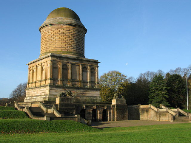 Photo of the Hamilton Mausoleum. Author: G Laird – CC BY-SA 2.0