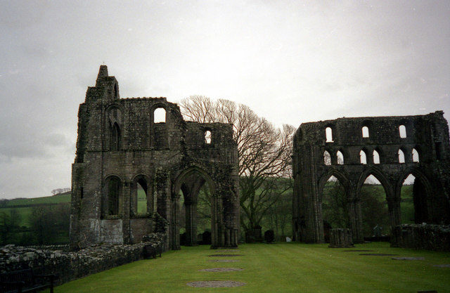 The ruins in 1999. Author:Dr. Neil Clifton –CC BY-SA 2.0