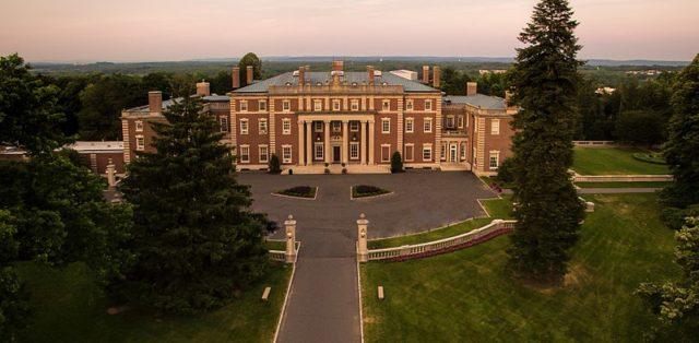Vanderbilt family's mansion. Author:Profdarden –CC BY-SA 4.0