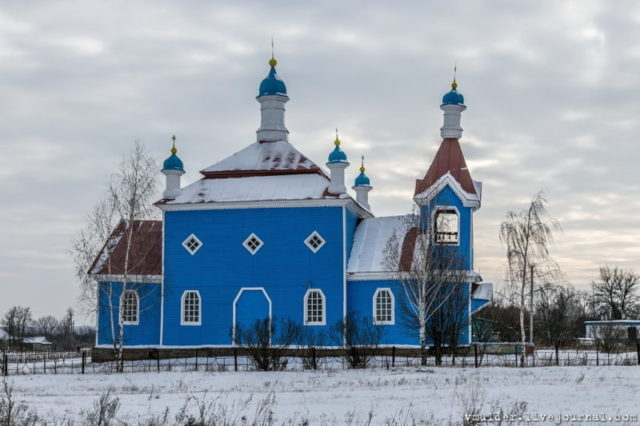 The church of Archangel Michael, Trubezh village. This is approximately how the church in Kamenka would have looked like © Vladimir Mulder