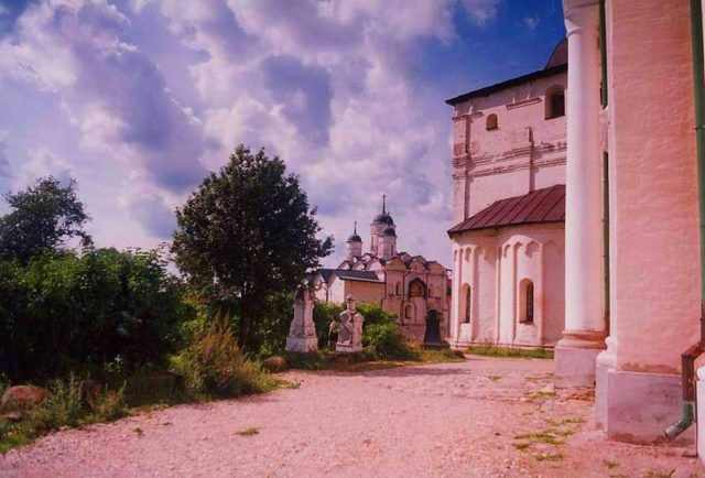 Church of Archangel Gabriel part of the monastic complex. Author:Elisa.rolle –CC BY-SA 3.0