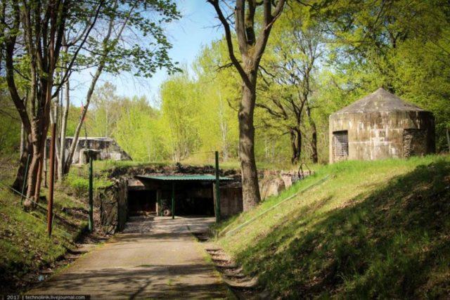 Main entrance to bunker ©technolirik