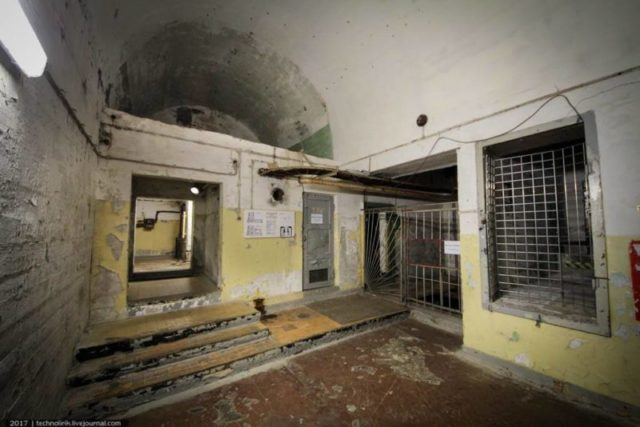 On the right is the cargo elevator shaft. It was not restored by the Soviets– an ordinary passenger elevator was installed instead ©technolirik