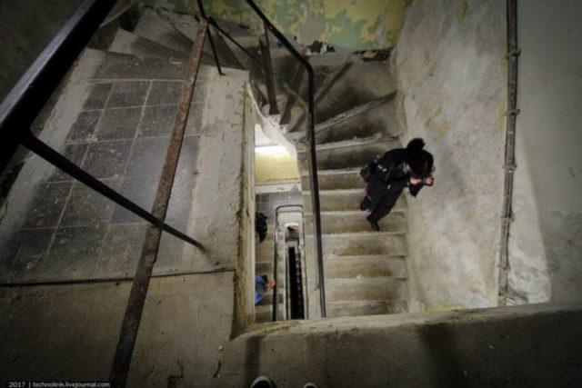 Staircase connecting 3 subterranial floors with the main entrance portal ©technolirik
