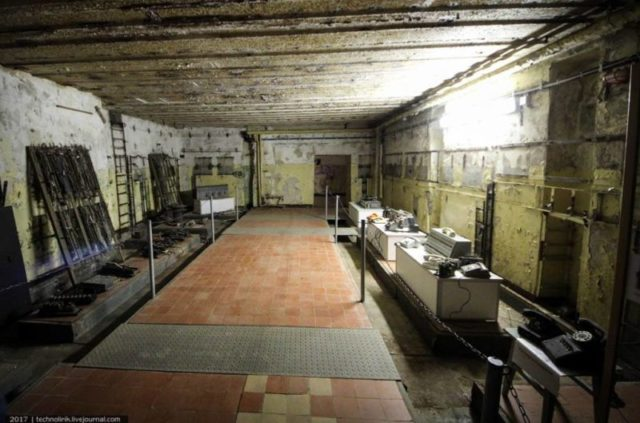 Communication equipment used to be in this room ©technolirik