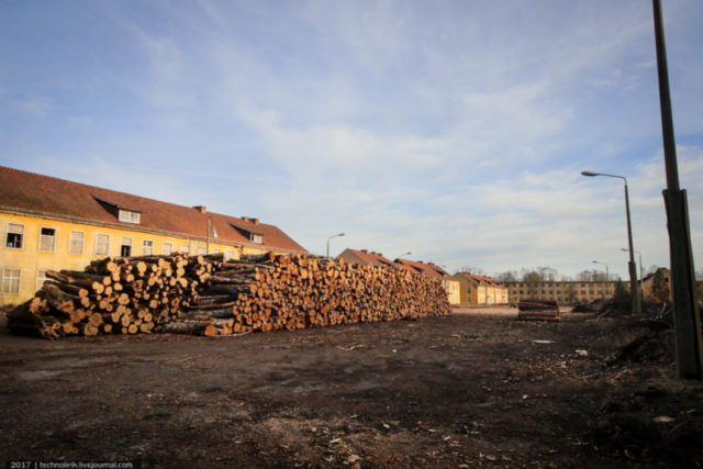 The military town is now being cleared and cleaned up ©technolirik