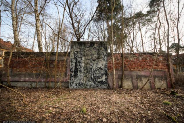 Square with WWII memorial ©technolirik