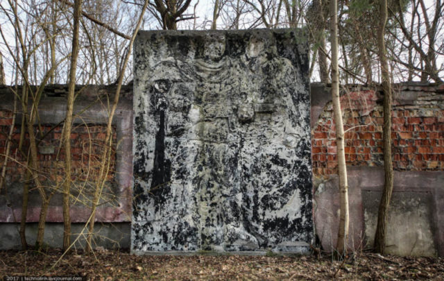 The relief is now almost completely indecipherable apart from a figure of a soldier holding a PPSh-41 ©technolirik