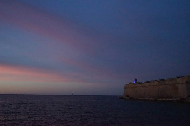 Part of the fort at sunset. Author:LaraCalleja –CC BY-SA 4.0