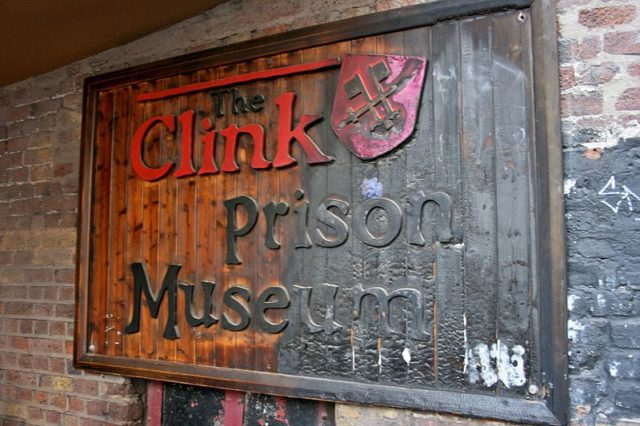 The sign of the Clink Prison Museum. Author: Mike Peel –CC BY-SA 4.0