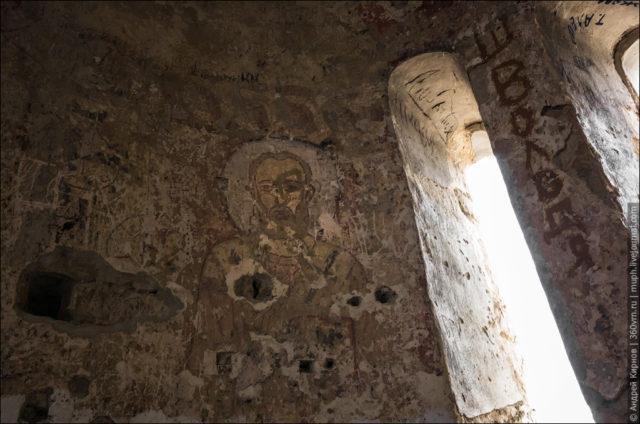 Damaged fresco inside Sentinsky Church ©Andrey Kirnov
