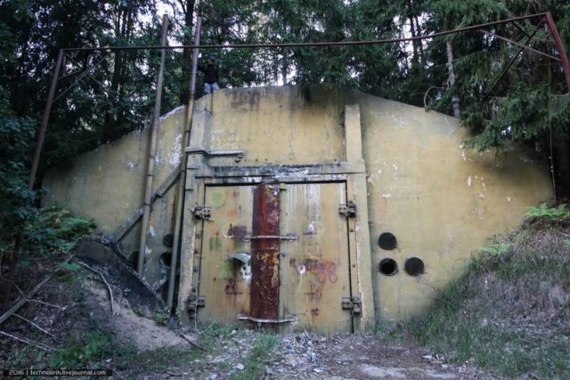 One of two nuclear warheads stores ©technolirik