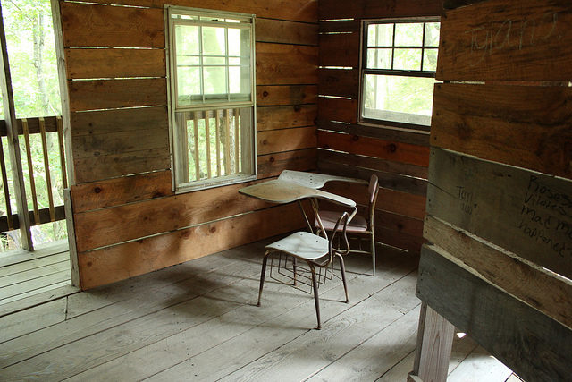 One of the 80 rooms of Minister's Tree House in Crossville, TN. Author: Andy Melton – CC BY 2.0