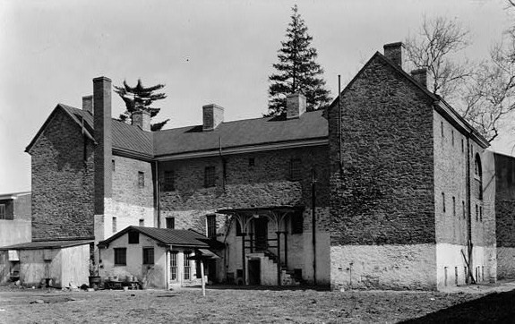 A photo of the prison from 1937. Author:Nathaniel R. Ewan, Photographer