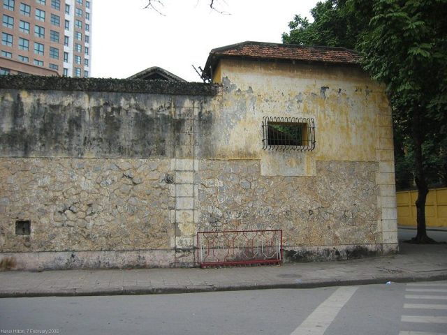 Exterior of the prison walls. Author:Kelisi –CC BY-SA 3.0