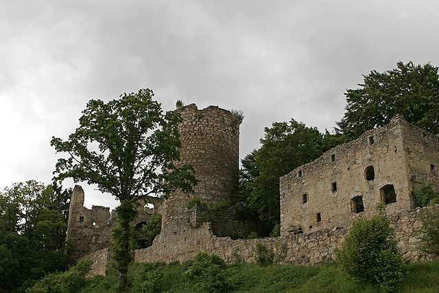 The ruins aftercleaning and renovation/ Author: Florian Machl – CC BY-SA 2.0 de