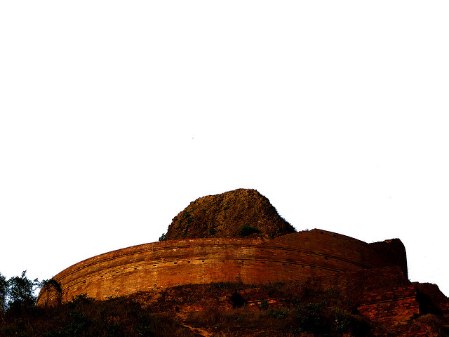 The top of the stupa/ Author: Anandajoti Bhikkhu – CC BY 2.0