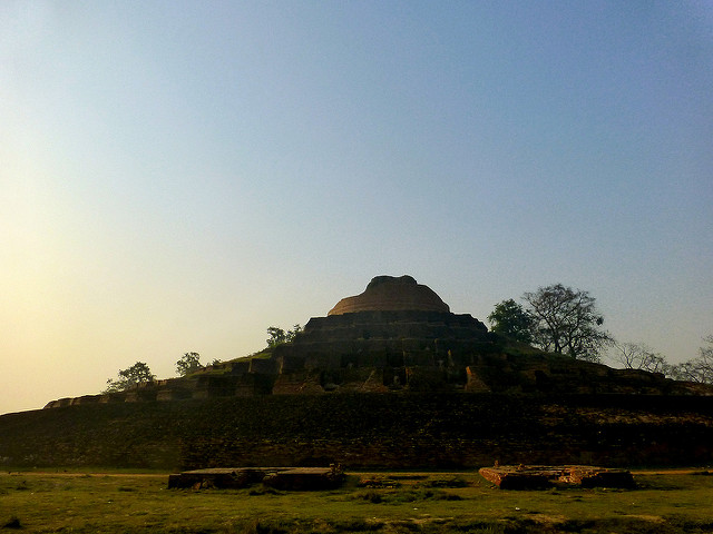 The stupa was taller in the past/ Author: Anandajoti Bhikkhu – CC BY 2.0