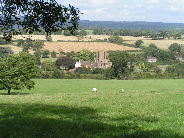 The ruins are nestled in a peaceful rural environment/ Author: Dave Dunford CC BY-SA 2.0
