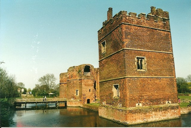 The gatehouse and the tower are one of the earliest brick structures in the Midlands/ Author: Richard Croft – CC BY-SA 2.0