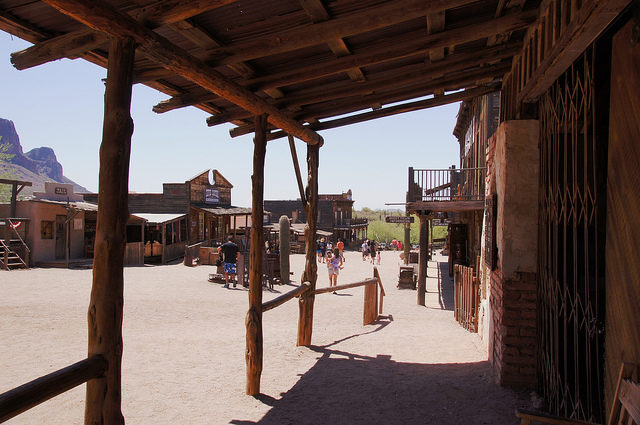 Part of Goldfield and its tourists. Author:Allie_Caulfield –CC BY 2.0