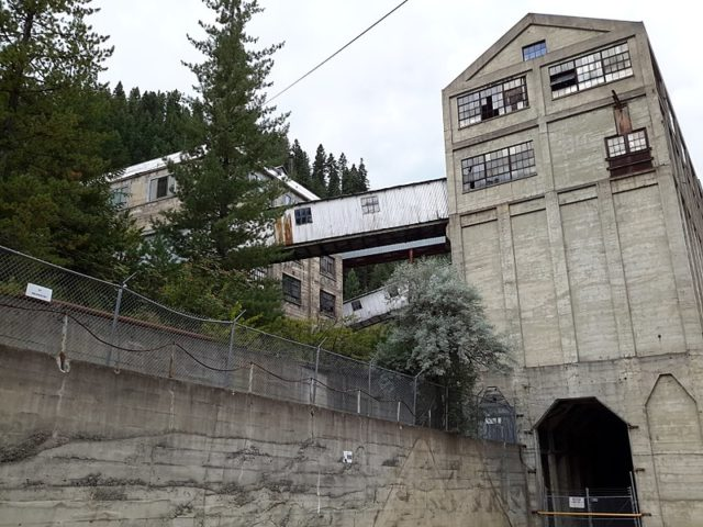 Part of the mine buildings. Author:Kyle kersey –CC BY 2.0