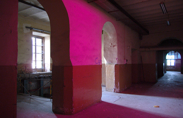 Inside the halls of Madrid Tobacco Factory, Tabacalera – Author: Jose.Madrid – CC BY 2.0