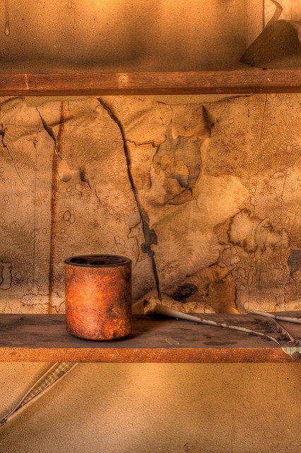 A rusty old can found inside one of the buildings. Author: Sandy Horvath-Dori – CC BY 2.0