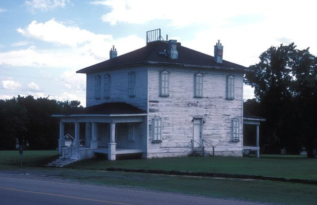 Fort Gibson hospital in 2007. Author: JERRYE & ROY KLOTZ MD – CC BY-SA 3.0