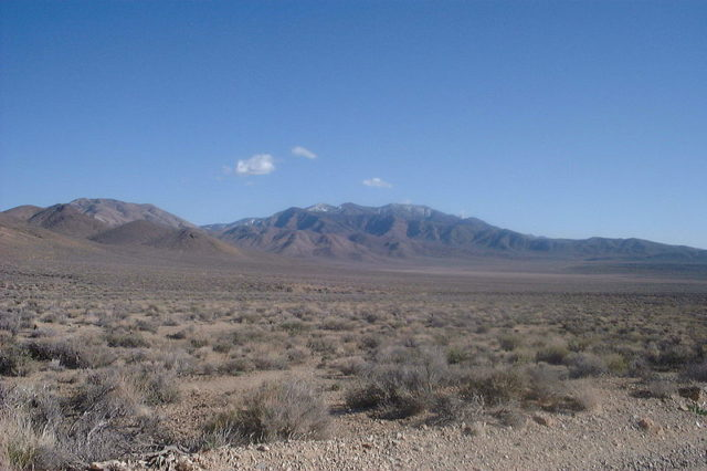 The site of Skidoo old townsite and mining relics in the Panamint Range. Author:LHOON –CC BY-SA 2.5